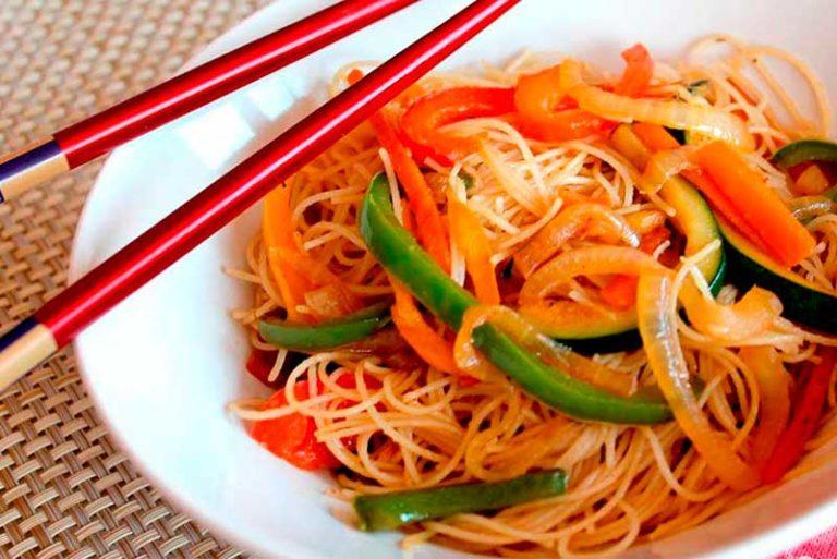 Tallarines con soja y verduras