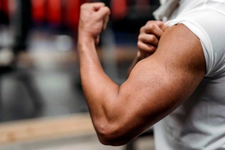 Cinco ejercicios para bíceps después de los 40